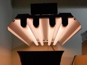 history of fluorescent light fixtures